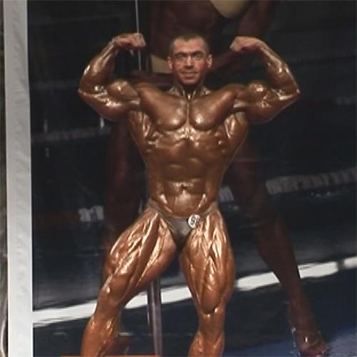 Видео: Александр Кодзоeв - абсолютный чемпион Санкт-Петербурга по бодибилдингу - 2009