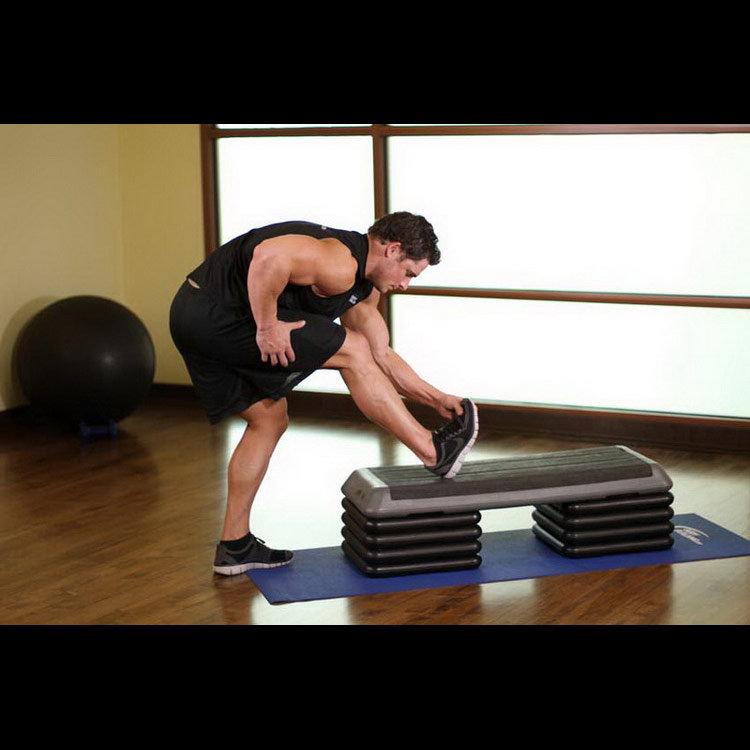 Растяжка икроножных мышц в положении стоя
