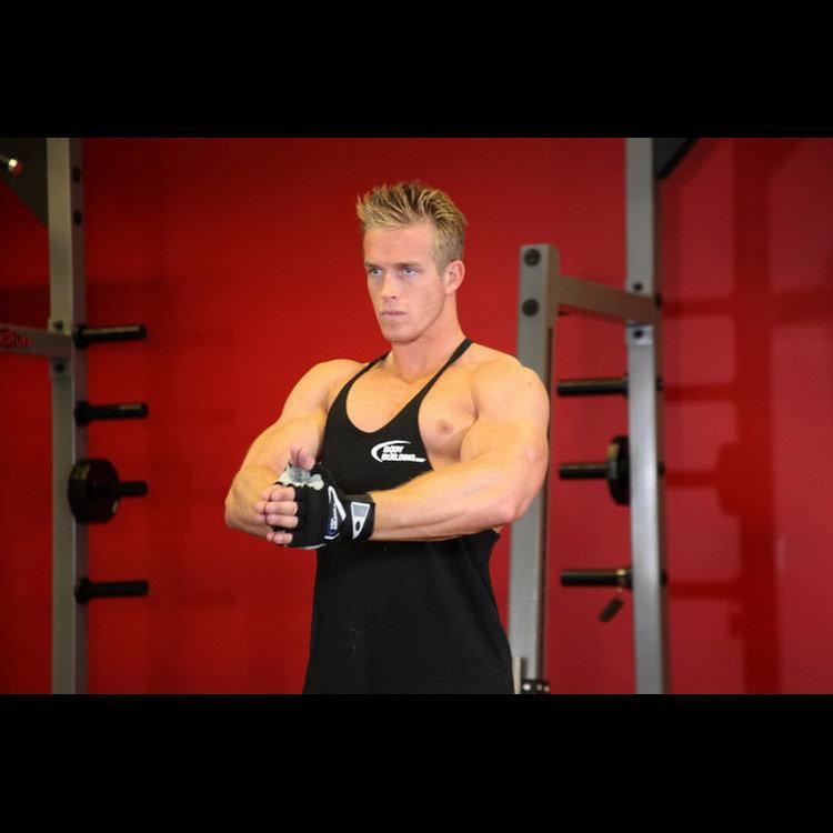 Статическое упражнение для мышц груди