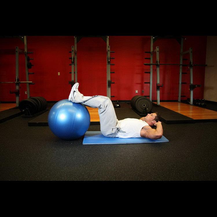 Скручивания с ногами на фитболе