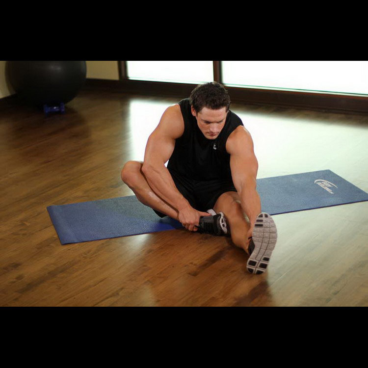 Растяжка подколенного сухожилия сидя на полу