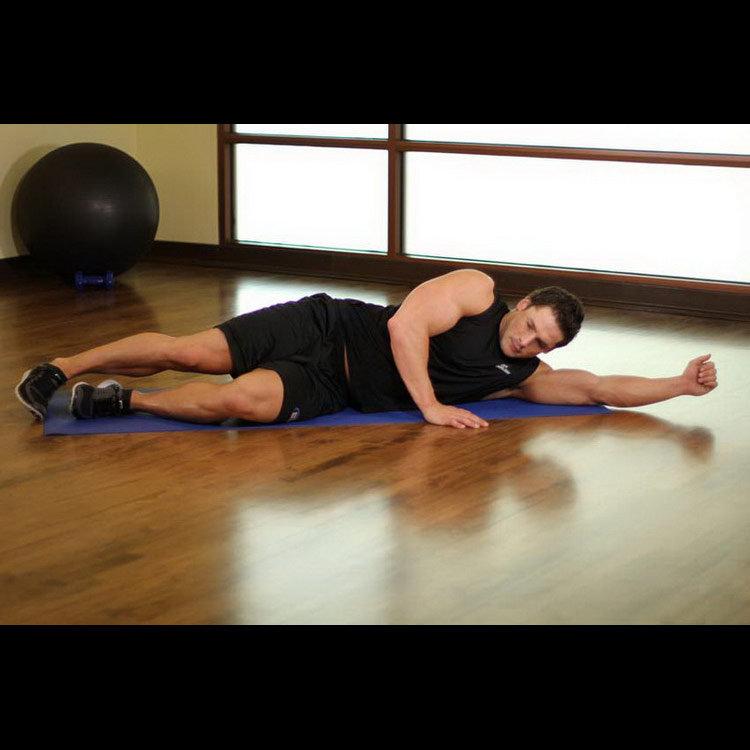 Растягивание широчайших мышц спины лежа