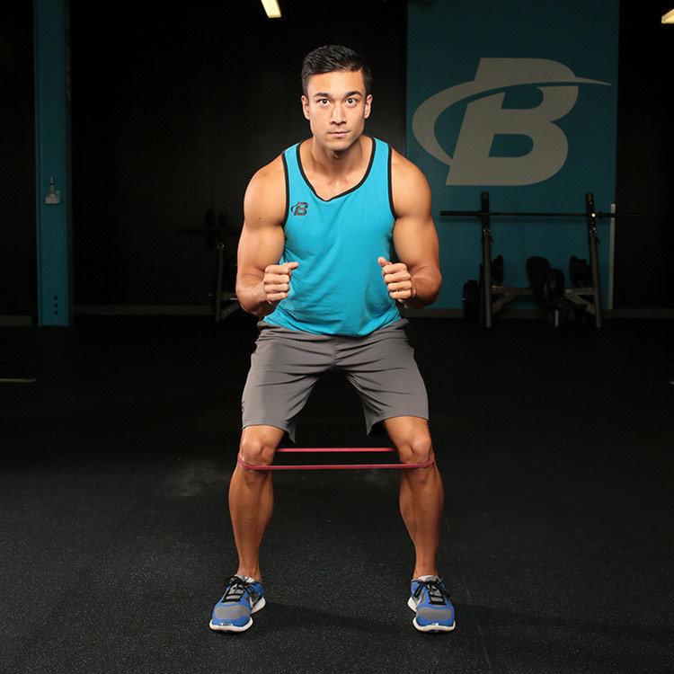 Шаги с лентой для латеральных мышц