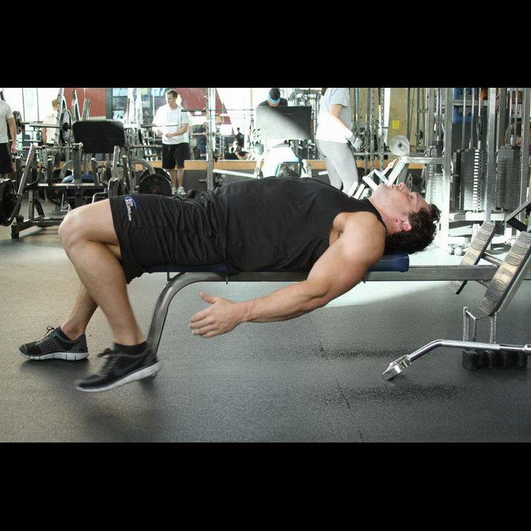 Растяжка мышц бедра лежа на скамье